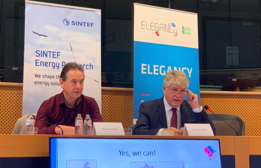 Chris Davies MEP with SINTEF's Nils Røkke during the ELEGANCY meeting at the EU Parliament