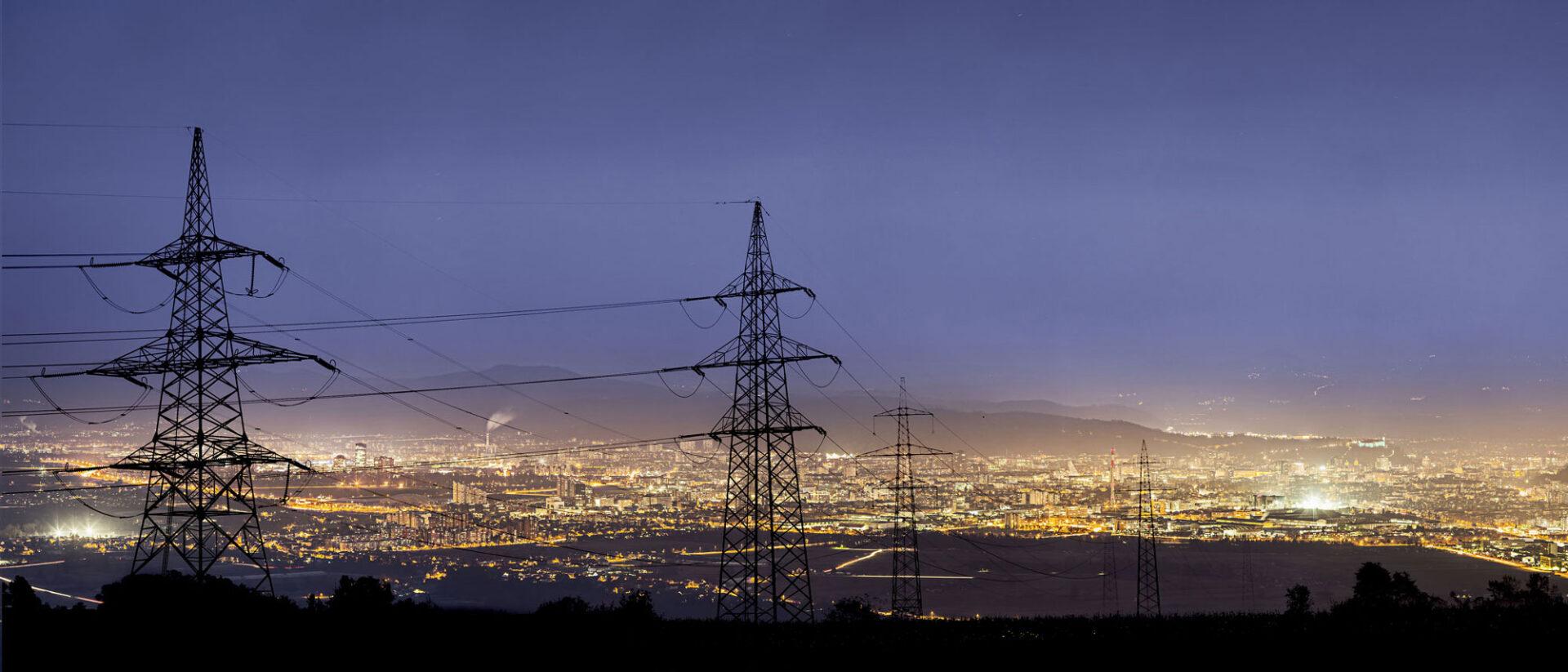 Når hver enkelt av oss bruker mye strøm på samme tidspunkt, gir det store utfordringer for driften av kraftnettet. Forskere i ZEN mener overgang til effektbaserte tariffer kan være løsningen.