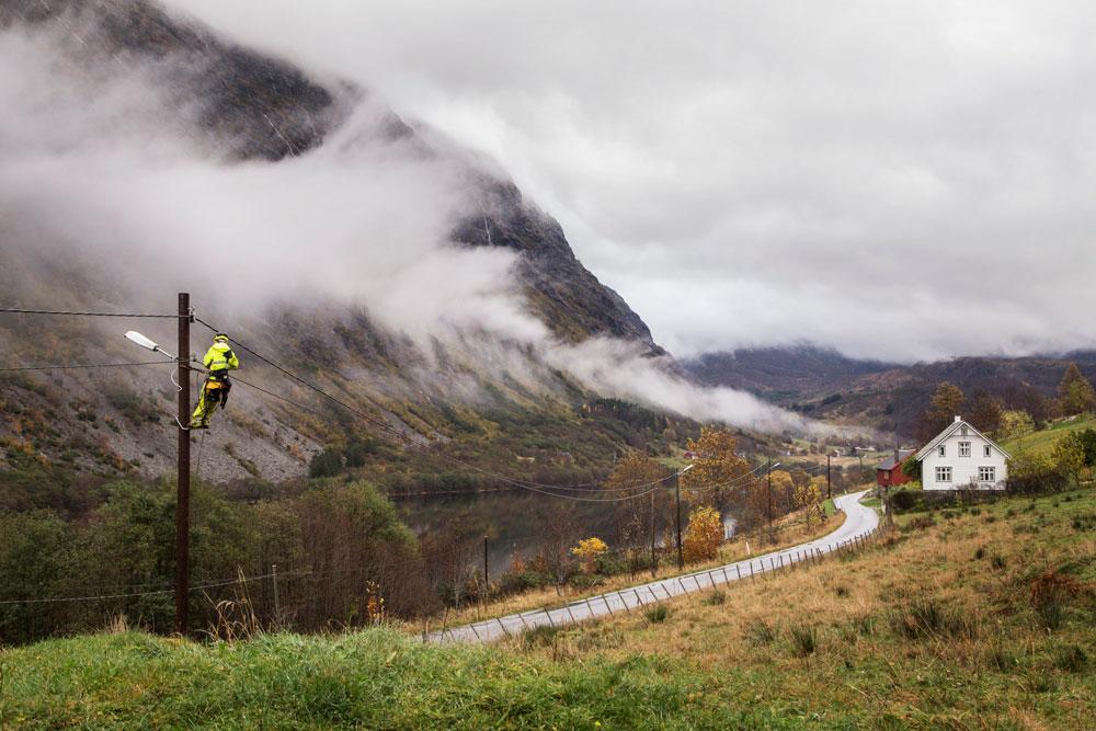 Distribusjonsnettet i Sogn (bildet) og på Haugalandet er åsted for utvikling av nye handelsplasser for fleksibilitet i nettet. Foto: SFE