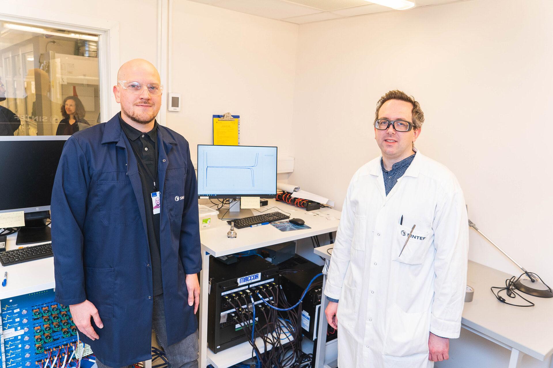 Forskere ved SINTEF Industri som jobber med batterimaterialer