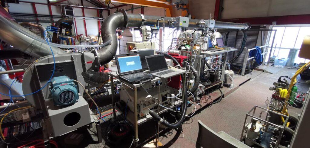 Både avgassen og forbrenningslufta ble analysert ved hjelp av to gasskromatografer, FTIR-målinger og LaserGas II instrumenter fra NEO Monitors AS.