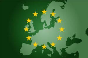 Grønt kart av EU med EU-flagg oppå